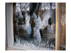 白い文字のある光景ー Palais Royallにて